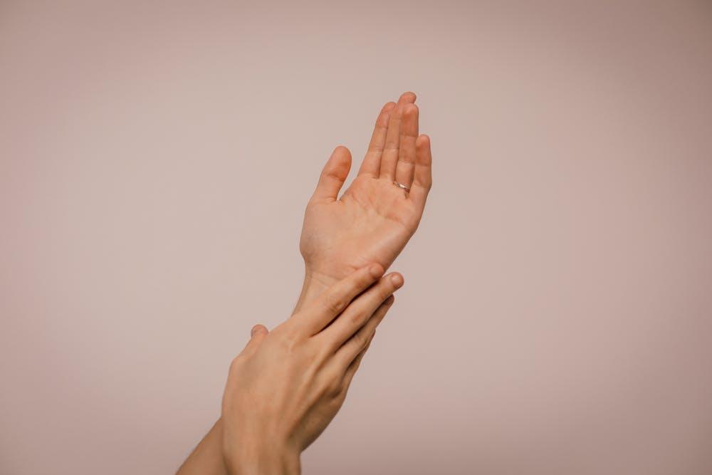 Ce au în comun febra musculară și tratamentul pielii?